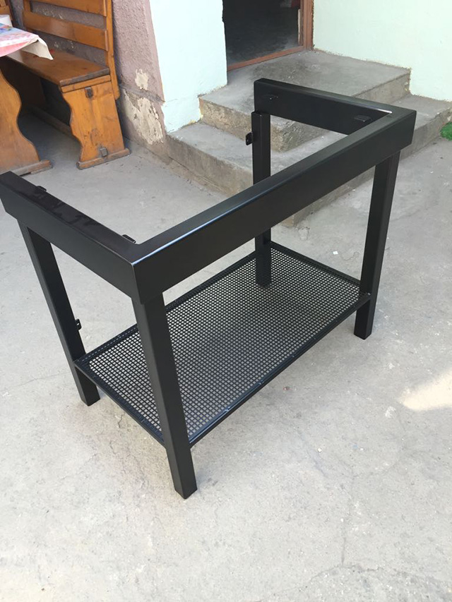 Mobilier metalic casnic si industrial